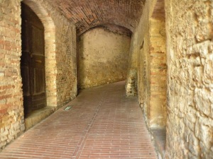 """Secret"" passage leading between streets in San Gimignano"